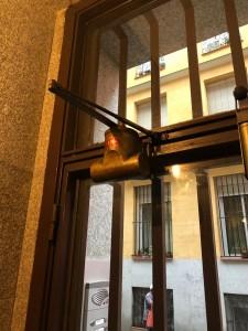 ajuste de muellle cierra-puertas