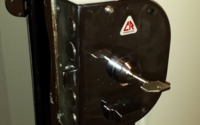 cambio de bombillo , cerradura de pompas