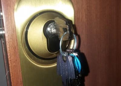 cambio de llaves puerta blindada