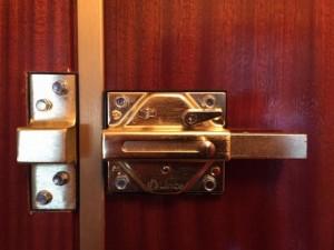 cerrojo lince instalado por cerrajeros romero lopez www.cerrajero-de-madrid.es