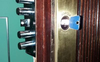 instalacion de cerradura de alta seguridad