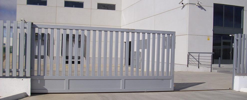 instalacion de puertas de garaje madrid cerrajero-de-madrid cerrajero romero lopez