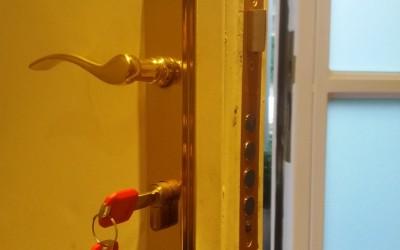 sustitucion de bombillos de alta seguridad