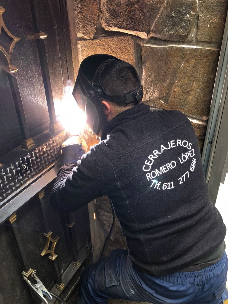 sustitucion de pernos de hierro - Cerrajero de Madrid - www.cerrajero-de-madrid.es