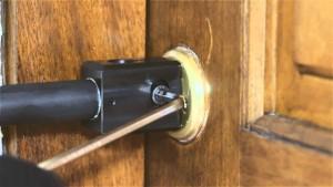 apertura de puerta cascanueces